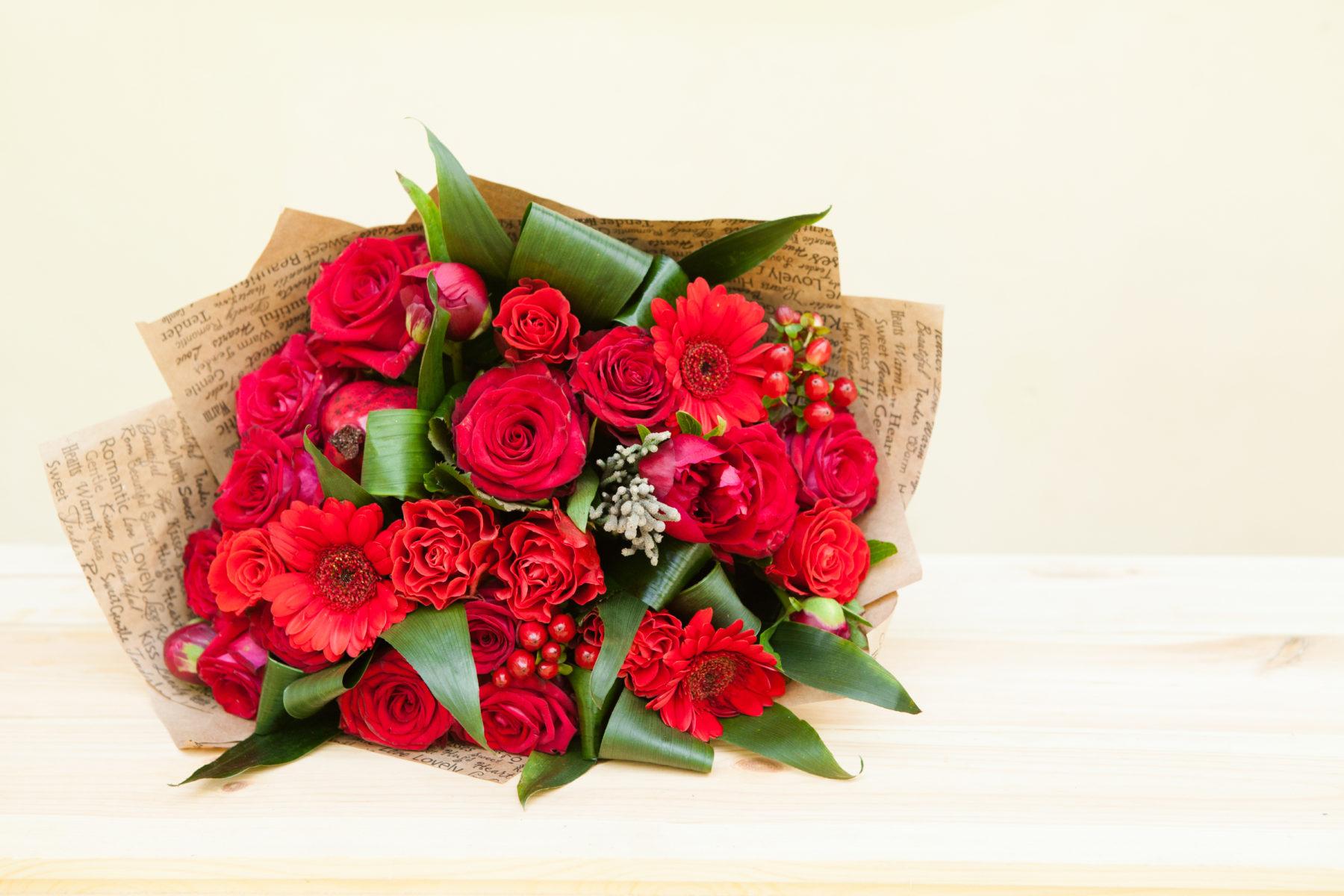 Blumen Blumenstrauss In Rot Shutterstock 430217629