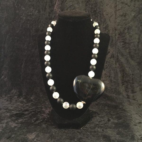 collier-schwarzes achatherz-bergkristal matt-1