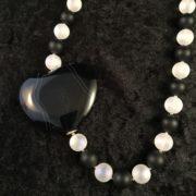 collier-schwarzes achatherz-bergkristal matt-2