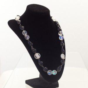 kristal-achat-schwarz-gedreht-ganz-seitlich
